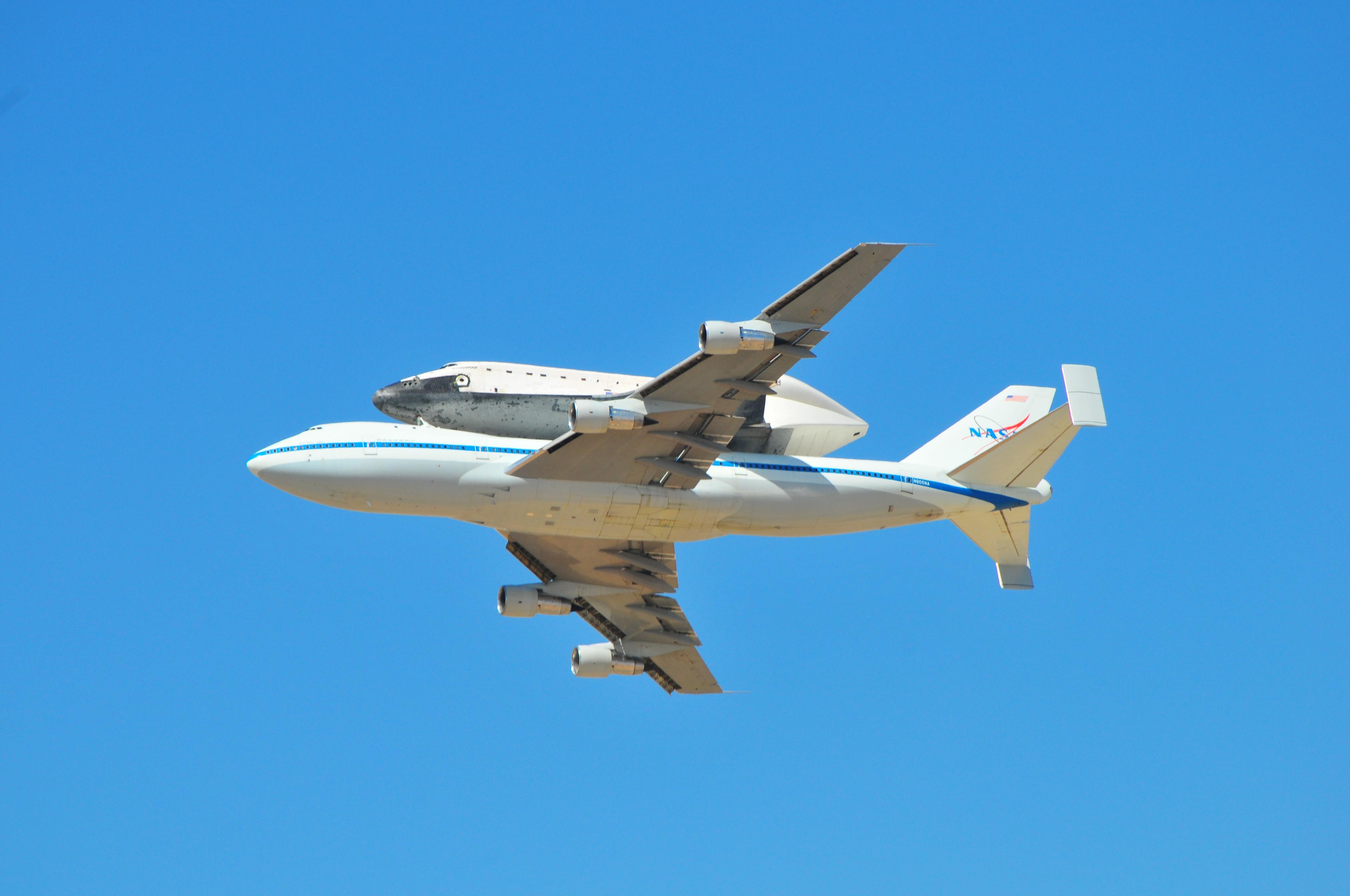 endeavor01.jpg - Space Shuttle Endeavor