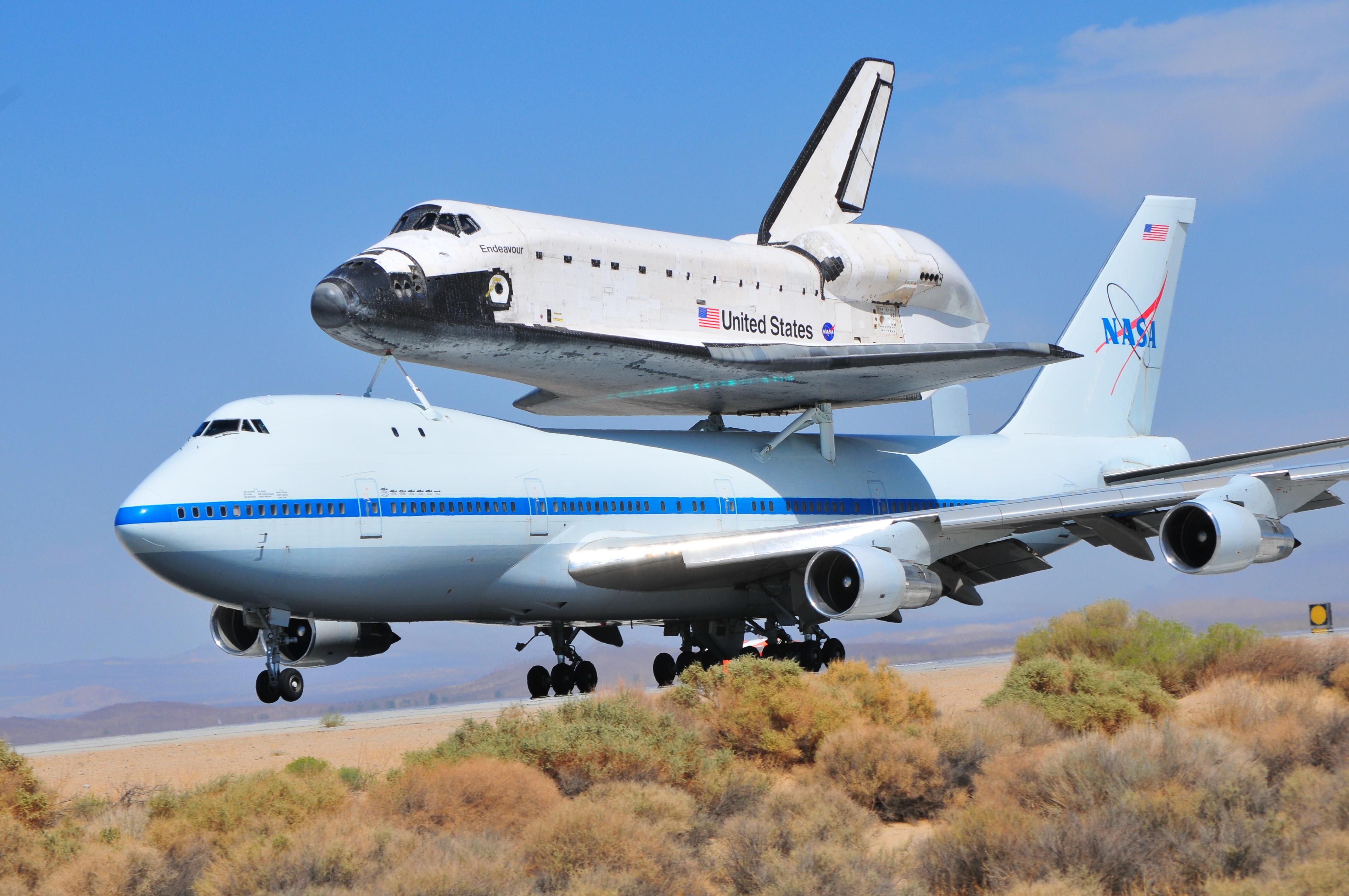 endeavor04.jpg - Space Shuttle Endeavor