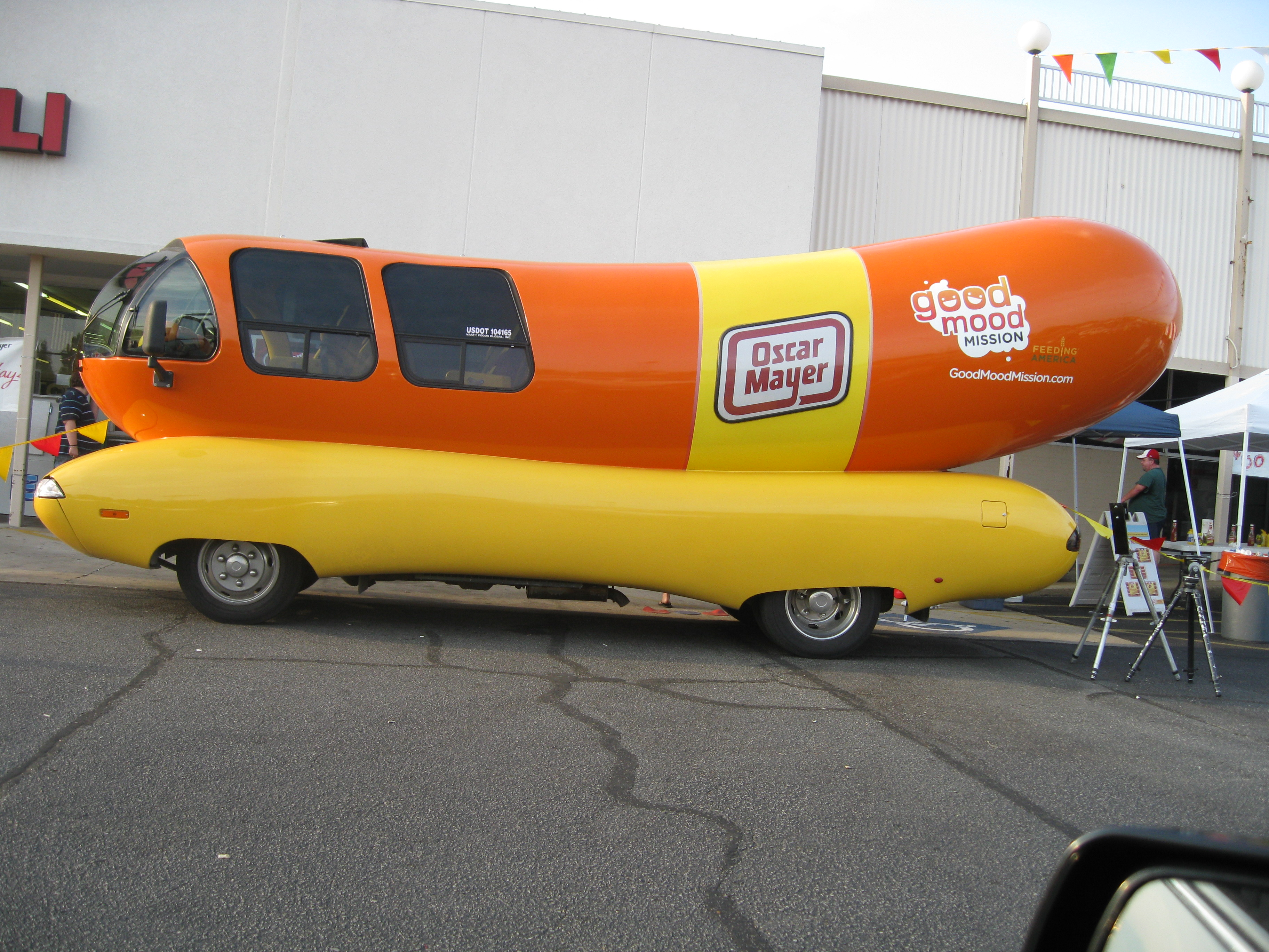 oscar mayer wienermobile pics4learning. Black Bedroom Furniture Sets. Home Design Ideas