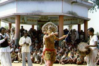 india056.jpg - Ceremonial dance in India