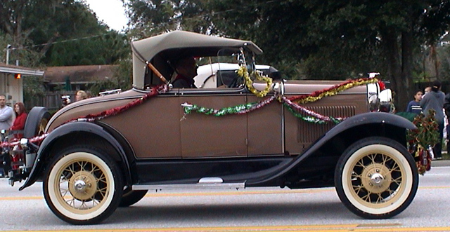 Antique car in the Apopka, FL Christmas parade | Pics4Learning