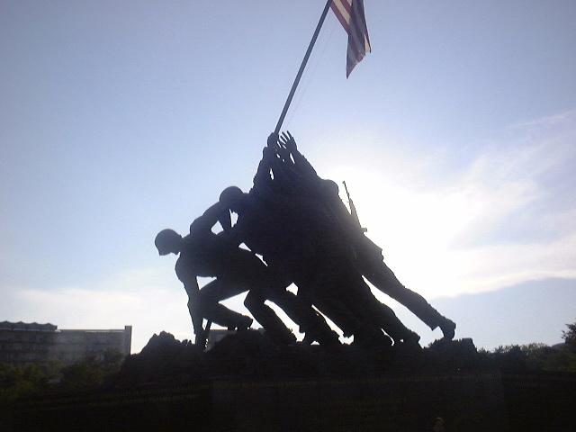 iw02.jpg - Iwo Jima Memorial Silhouette
